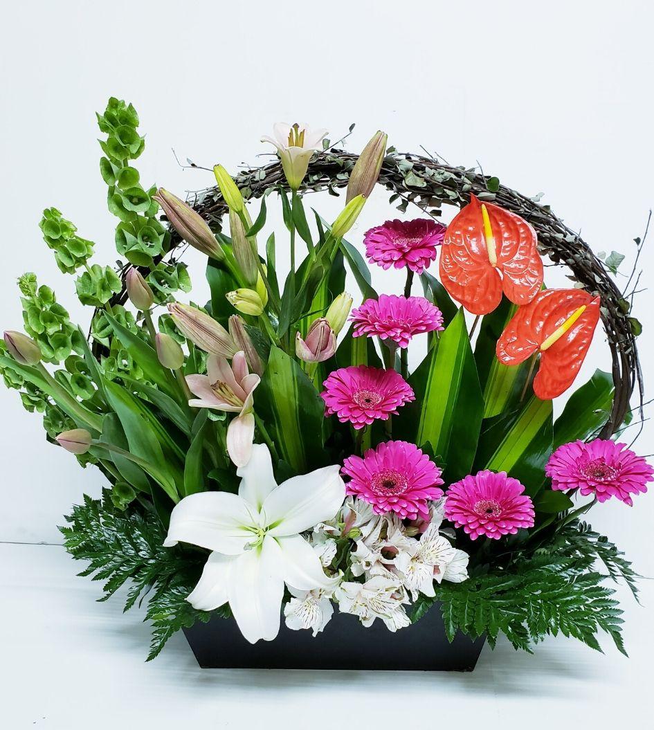 Arreglo de flores naturales yokos y molucelas