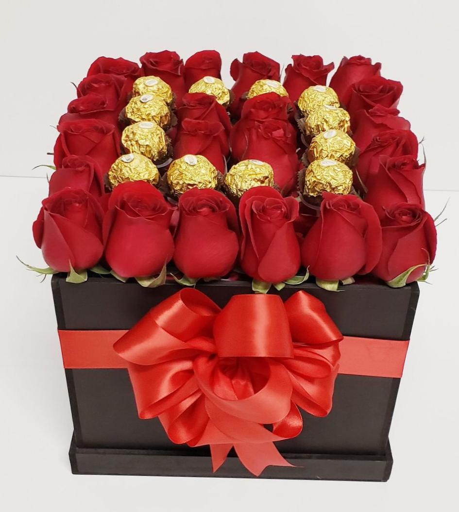 Caja de rosas rojas con chocolates 24 piezas
