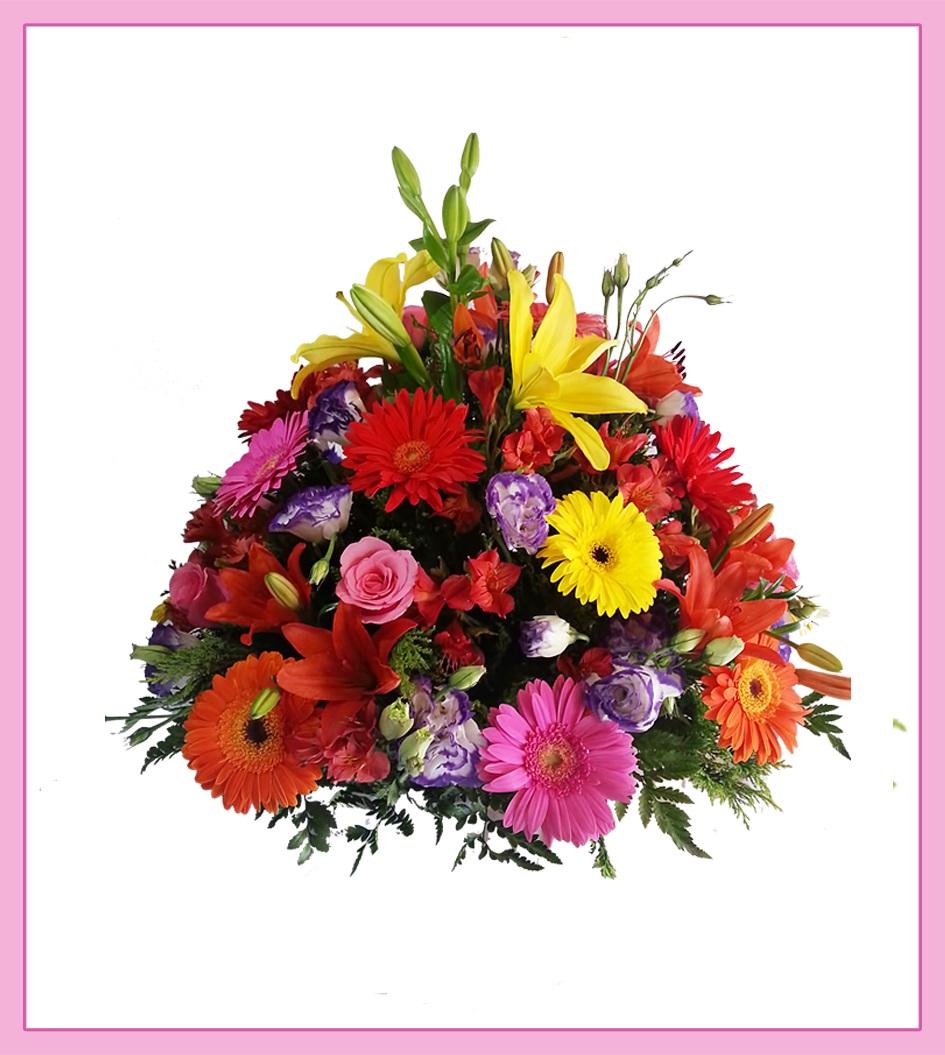 Arreglo De Flores Con Rosas Lilis Y Gerberas En Canasta