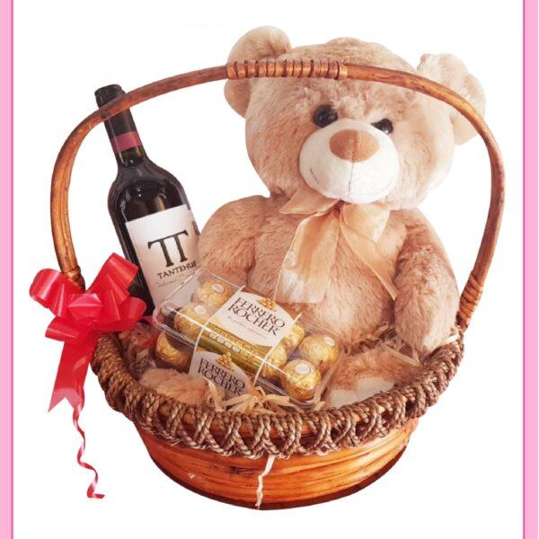 Canasta de regalos para novio con vino