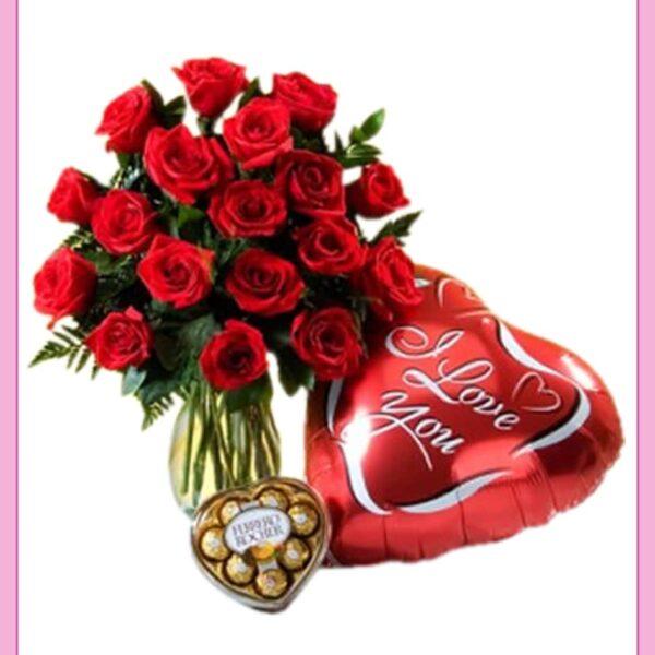 Arreglo de rosas con globo y chocolates