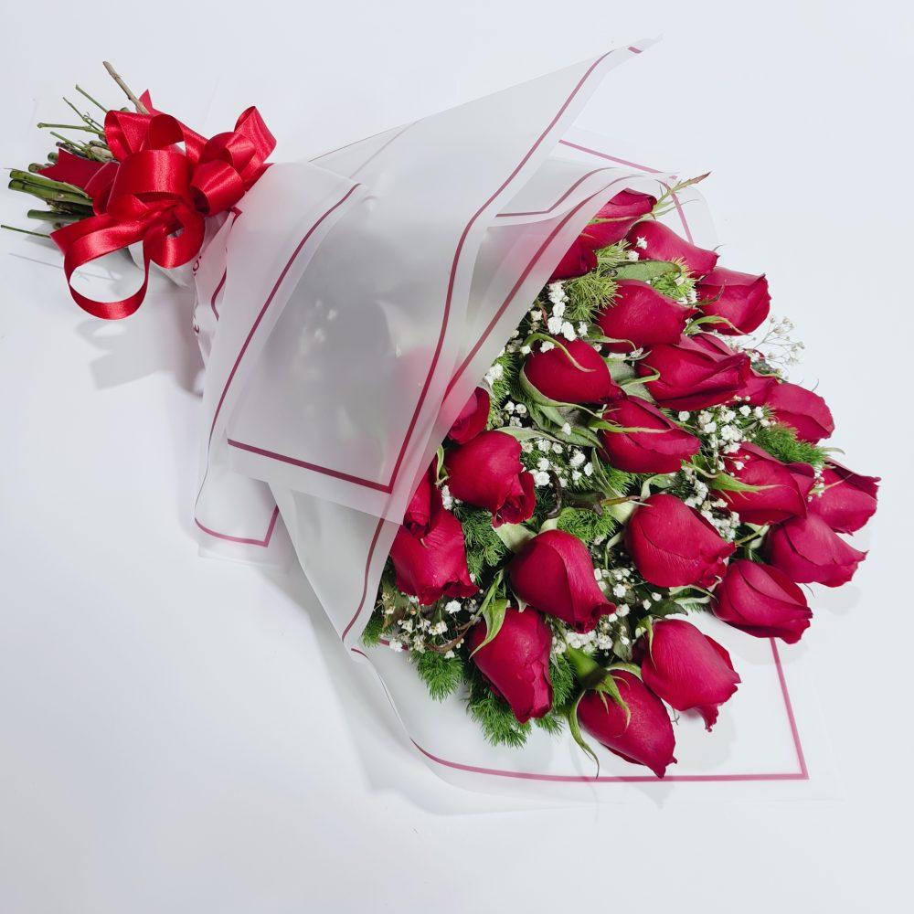 Ramo de rosas y gypsophylia