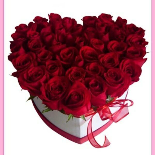 Rosas en caja con forma de corazón
