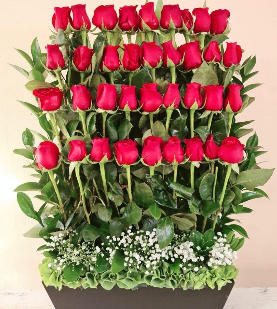 Arreglo floral de rosas rojas 36 piezas
