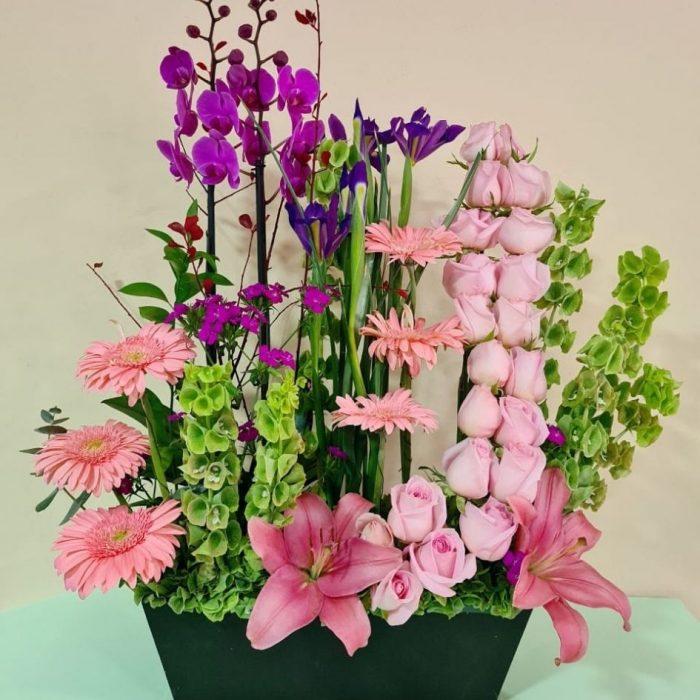 Arreglo de tulipanes liatris y casablanca 14 piezas