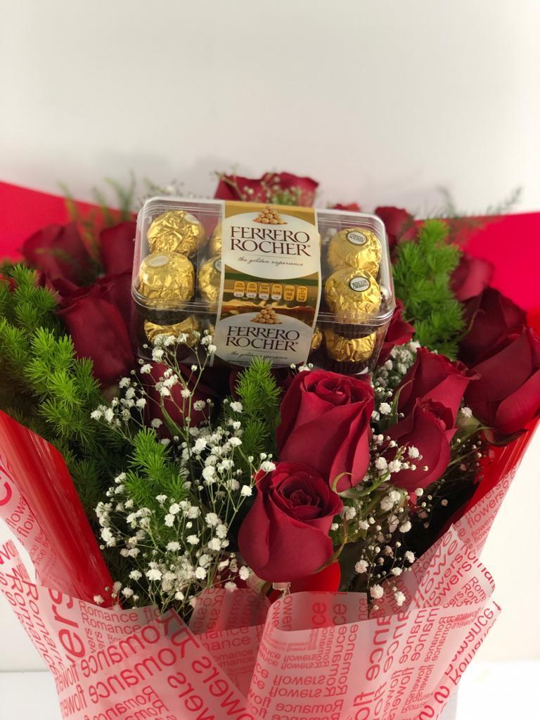 Bouquet de 12 rosas con caja de chocolates ferrero