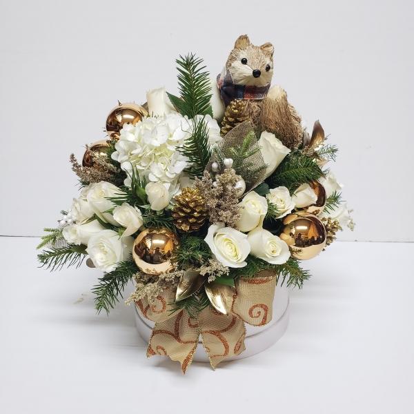Caja de flores de navidad con zorro de paja