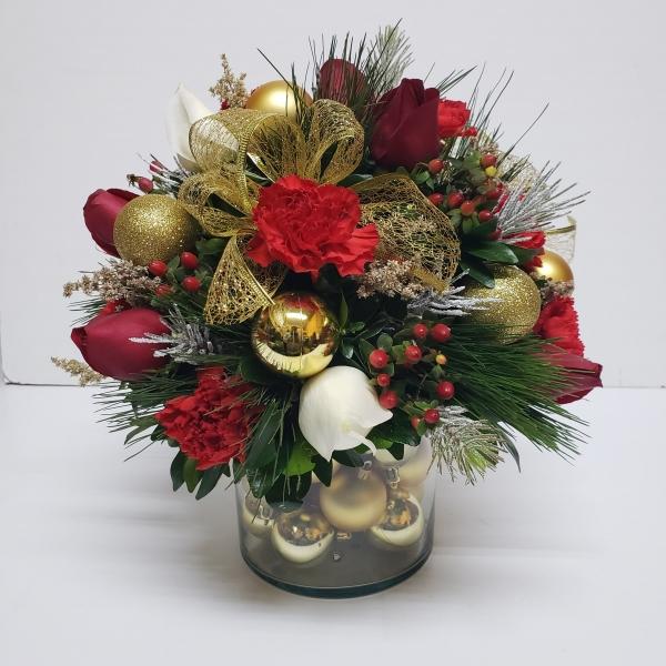 Arreglo navideño de rosas y otras flores