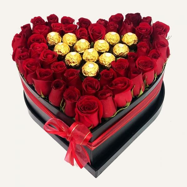 Corazón de Rosas con Chocolates Ferrero para el 14 de febrero.