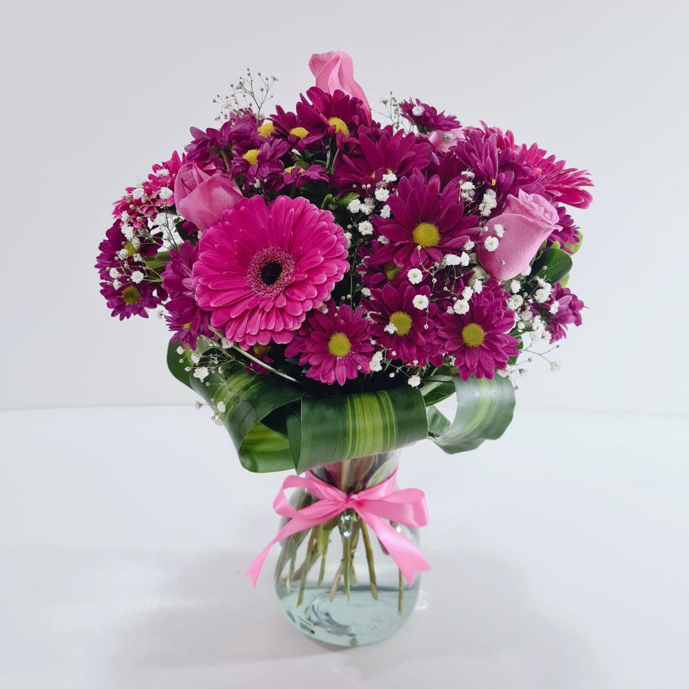Arreglo floral de gerberas y rosas