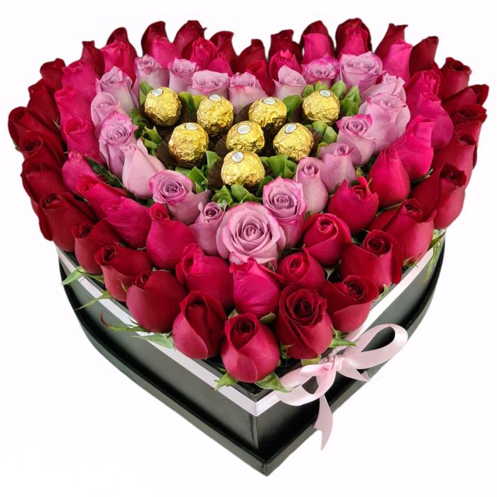 Corazón de rosas rojas y rosadas